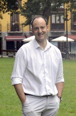 Luis Egurrola