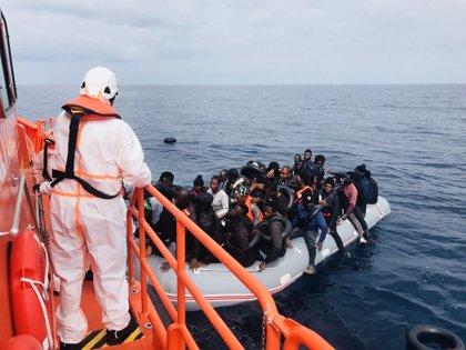 Ascienden a 334 los inmigrantes rescatados de siete pateras en aguas andaluzas