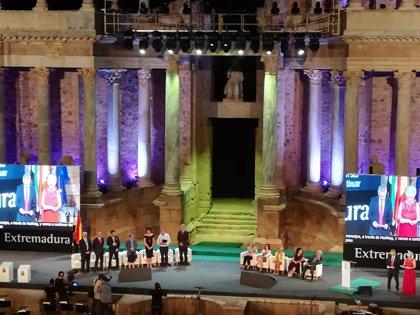 La reivindicación de la mujer, la cultura y la dedicación a los pobres acaparan el acto de Medallas de Extremadura 2018