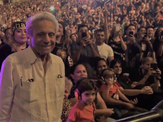 Milan, Sasha y el padre de Shakira en el concierto de San José