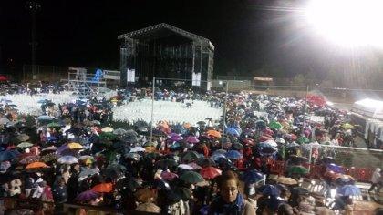 Una tromba de agua obliga a suspender el concierto de Raphael en Azuqueca a los 40 minutos de iniciarse