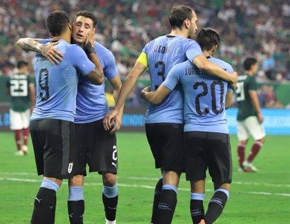 Una Argentina sin Messi golea a Guatemala y Luis Suárez lidera a Uruguay ante México