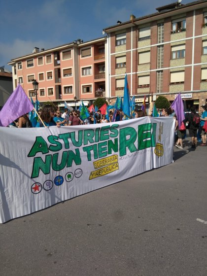 Arranca en Arriondas la marcha antimonárquica