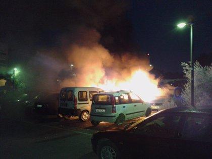 Investigan un incendio en un parking de Figueretes (Ibiza) que ha afectado a 8 vehículos