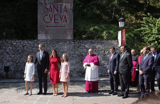 Familia Real, Arzobispo de Oviedo y Presidente del Principado