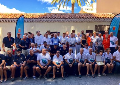 La ceremonia de clausura de la Regata Oceánica Huelva-La Gomera acoge la entrega de trofeos a los vencedores