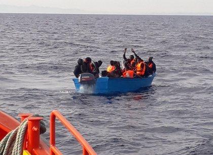 Rescatadas este sábado 158 personas de ocho pateras en aguas del Estrecho