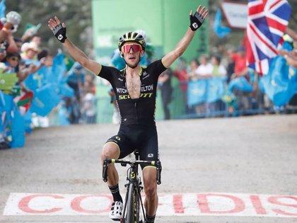 Simon Yates vence a lo grande en Les Praeres y recupera el maillot rojo