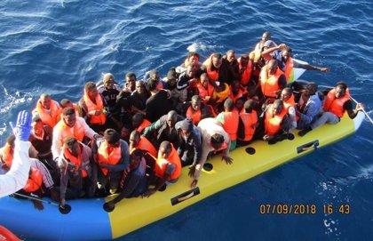 Trasladan a Algeciras a 158 personas rescatadas este sábado de ocho pateras