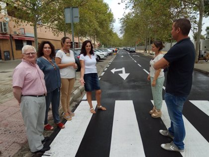 El Ayuntamiento de Sevilla culmina obras de reasfaltado y mejoras en el barrio de Parqueflores