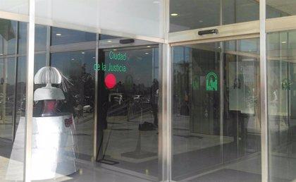 Condenan en Málaga a una pareja por estafar a una mujer y su abuela con un producto financiero falso