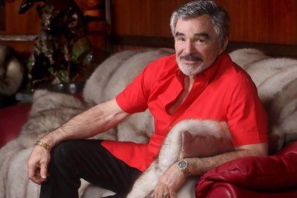 Facebook pide disculpas por eliminar la mítica foto de Burt Reynolds desnudo