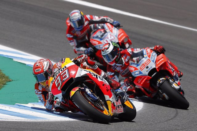 Márquez liderando grupo en el circuito de Jeréz junto a Lorenzo y a Dovizioso