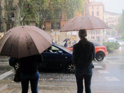 Las lluvias y tormentas activan este lunes el aviso naranja en Baleares