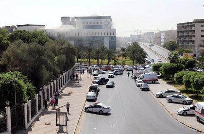 Mueren dos personas en el ataque ejecutado contra la sede en Trípoli de la empresa estatal petrolera