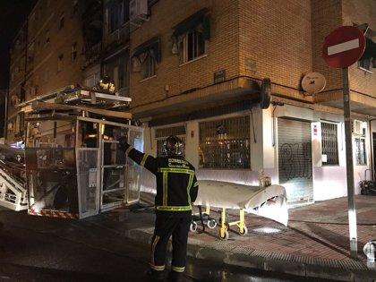 Dos mujeres heridas de gravedad en el incendio de un bloque de 16 viviendas en Parla