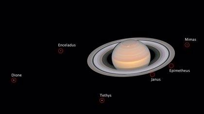 Saturno y sus lunas resplandecen durante la oposición a ojos del Hubble