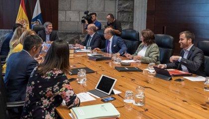 Canarias adelanta 3,8 millones para comprar libros de texto con el nuevo curso escolar