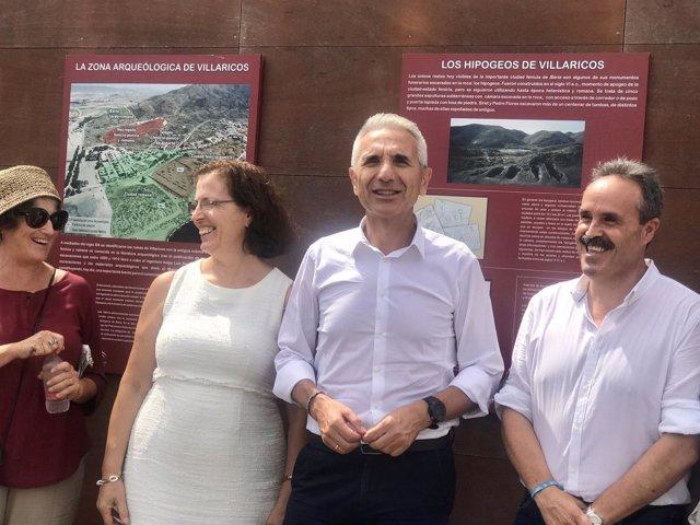 El consejero de Cultura visita el yacimiento de Villaricos