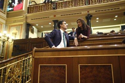 Sánchez pedía en abril una moción de censura contra Cifuentes por haber mentido sobre su máster