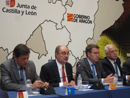 """Lambán destaca la """"lealtad constitucional"""" de las seis regiones reunidas en Zaragoza"""