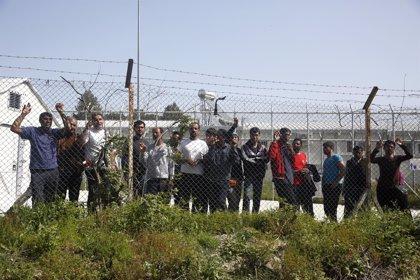 Autoridades regionales griegas amenazan con clausurar el centro de inmigrantes de Moria por insalubridad