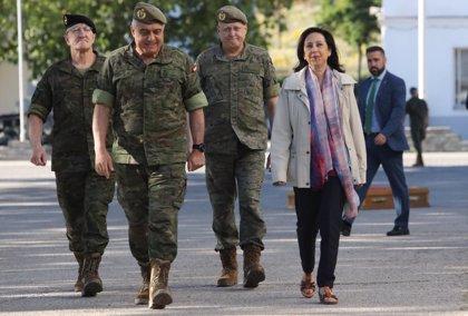 Robles decidirá esta semana si expedienta a los ocho militares en la reserva que firmaron a favor de Franco