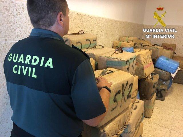Alijo de hachís intervenido en Ayamonte (Huelva).