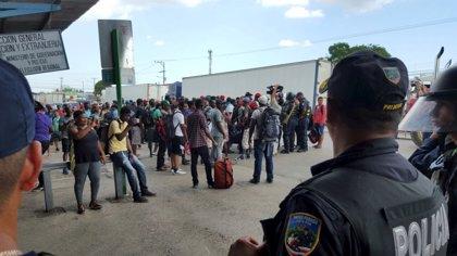 Inmigrantes cubanos denuncian discriminación en Uruguay para legalizar su situación