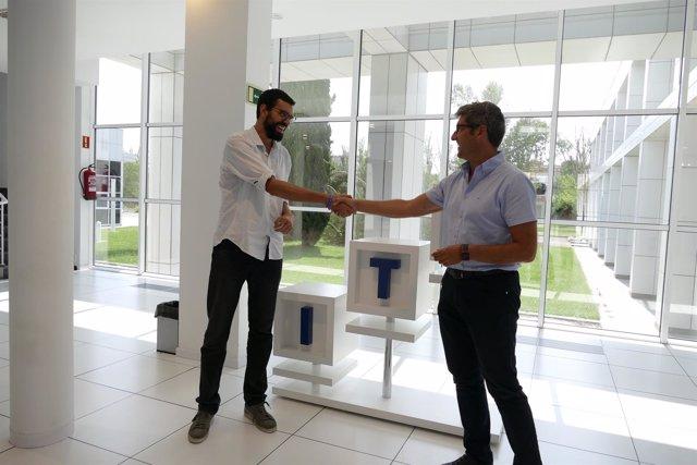Fernández y Oliván tras firmar el acuerdo este lunes en la sede de ITAINNOVA