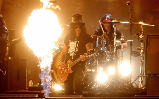 Slash performs during the 2014 MTV Europe Music Awards at The SSE Hydro, Glasgow