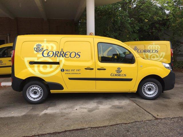 Furgonetas de reparto de Correos compradas a Renault