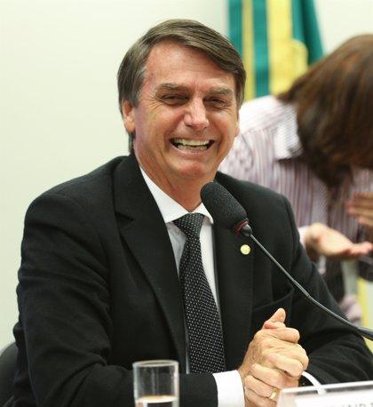 Jair Bolsonaro, el candidato brasileño apuñalado, encabeza la intención de voto
