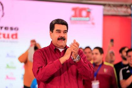 """Maduro alienta a sus partidarios: """"Si los imperialistas rompen las reglas del juego, ustedes a la revolución radical"""""""