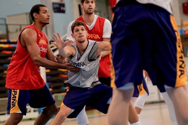 La selección española de baloncesto en un entrenamiento
