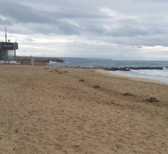Las playas de Can Pere Antoni y Ciutat Jardí vuelven a cerrarse al baño por un vertido de aguas residuales