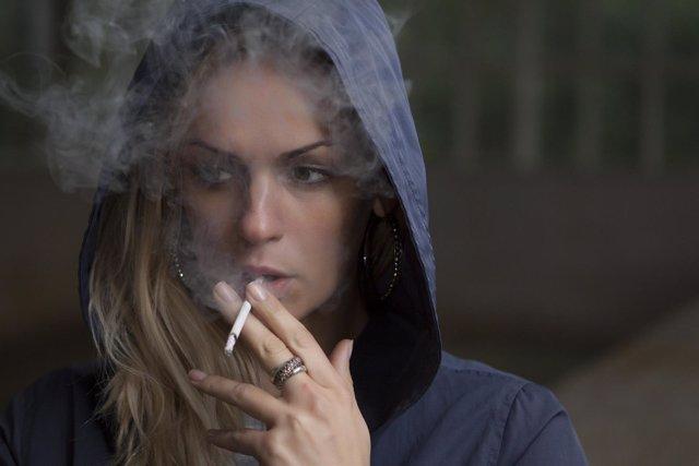 Fumar, tabaco, mujer, autocuidado