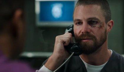 Arrow: Brutal pelea en la ducha en prisión en un nuevo clip de la 7ª temporada
