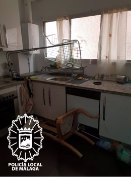 Estado de una vivienda en la que la polícia entró por la fuerza