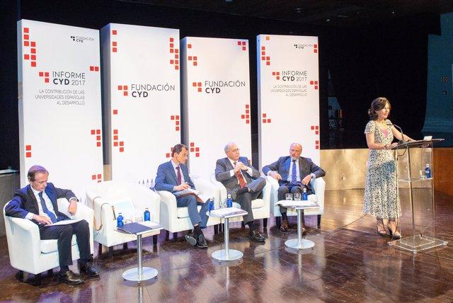 Duque, en el centro, en la presentación del Informe CYD, con Ana Botín