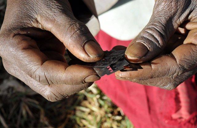 Práctica De La Mutilación Genital Femenina En Uganda