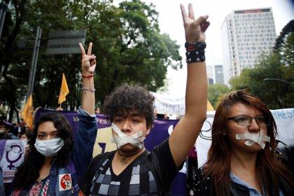 Más de 23.000 estudiantes mexicanos protestan en silencio en Ciudad de México ante la inseguridad en la universidad