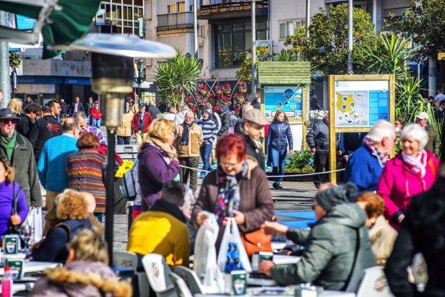 Turistas senior en Torremolinos (Málaga).