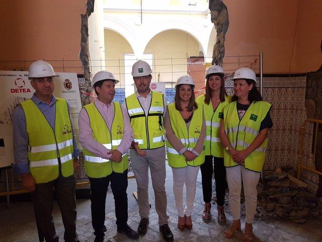 López (centro), con el resto de autoridades, en la visita a las obras