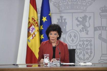 """El Gobierno se ratifica en que Montón fue una ministra """"ejemplar"""", que mantiene la honra pese a su máster irregular"""