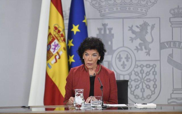 El Gobierno se ratifica en que Montón fue una ministra 'ejemplar', que mantiene la honra pese a su máster irregular