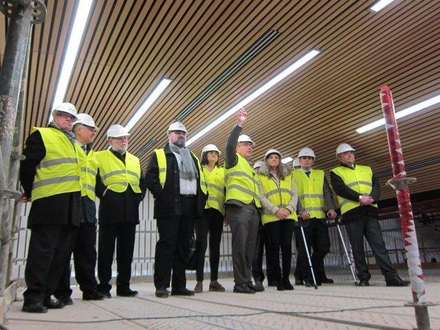 Manuel Carmona (centro) durante una visita a las obras del Palacio de Congresos