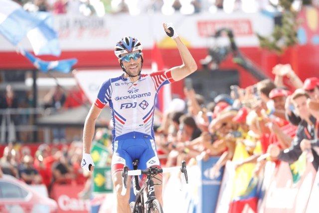 Thibaut Pinot celebra su victoria en Andorra