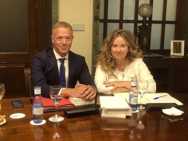 Ander Gil, portavoz del PSOE en el Senado, y Cristina Ayala, portavoz adjunta PP