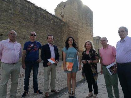 Cs se reúne con la asociación Ayuela para conocer el estado actual de las murallas de Santo Domingo